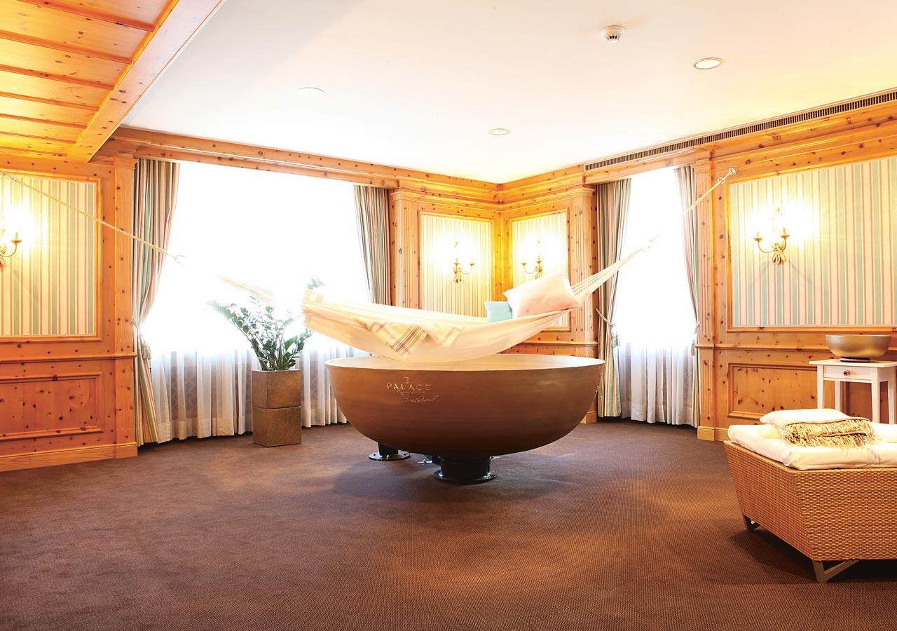 palace luzern klangmassage in bronze. Black Bedroom Furniture Sets. Home Design Ideas