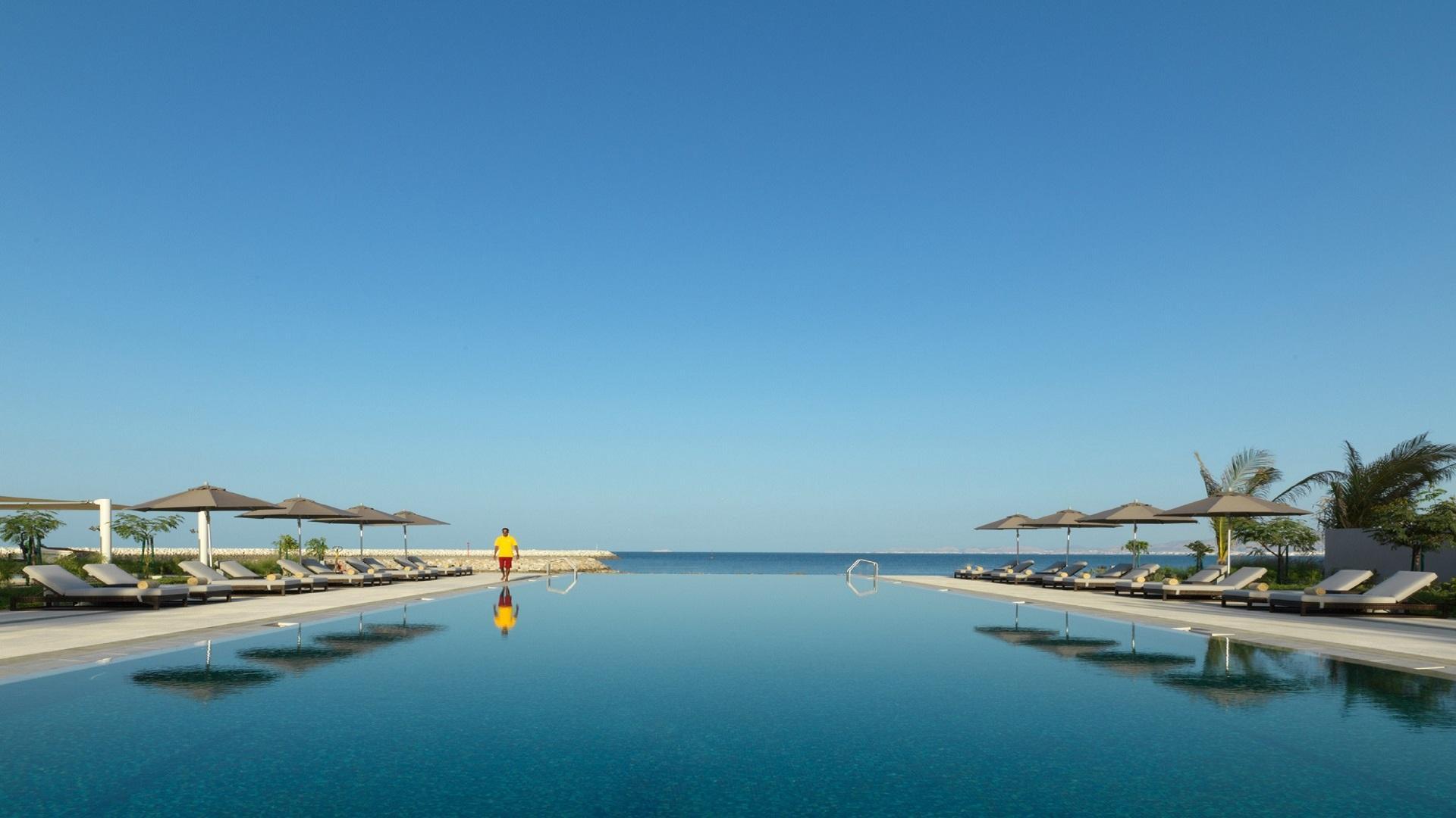 Kempinski Hotel Muscat: Infinity Pool