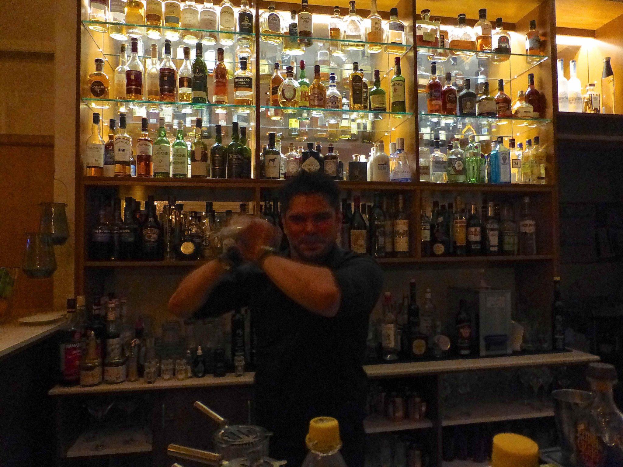 Sellawie: Barkeeper im Seven C's